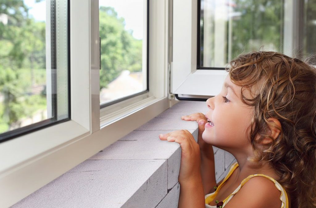 Instalarea geamurilor termopan: tâmplărie PVC versus lemn